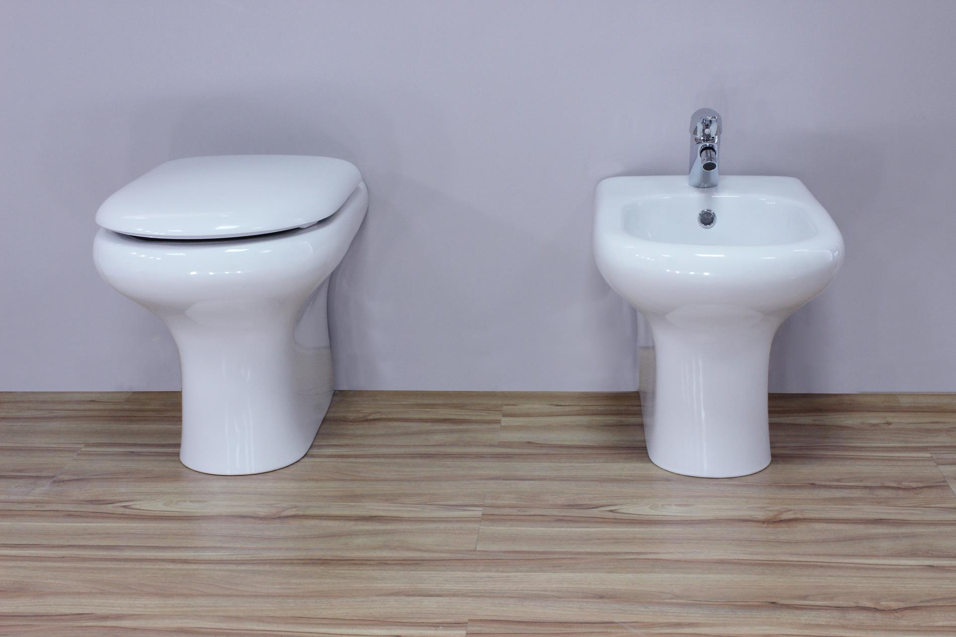 Vaso e bidet filo muro con copriwc alba coppia di sanitari for Sanitari per bagno in offerta