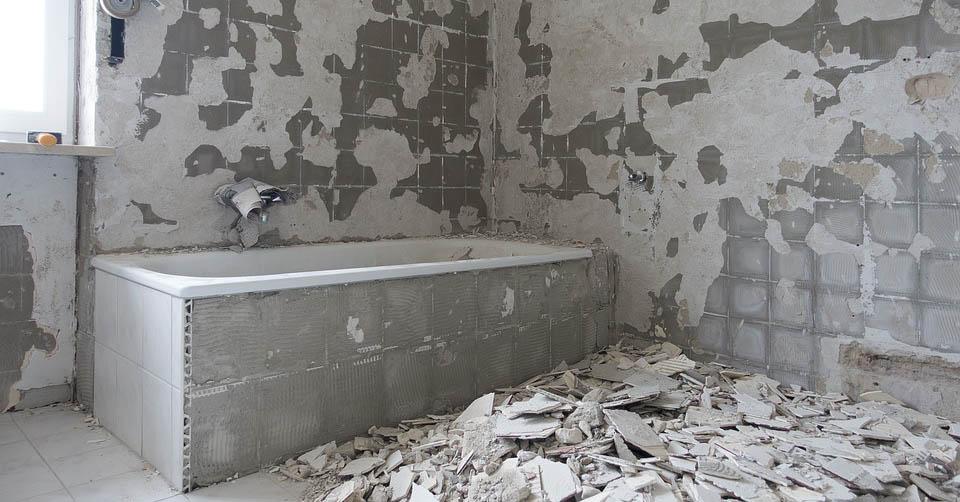 Ristrutturare il bagno: documenti, agevolazioni e difficoltà.