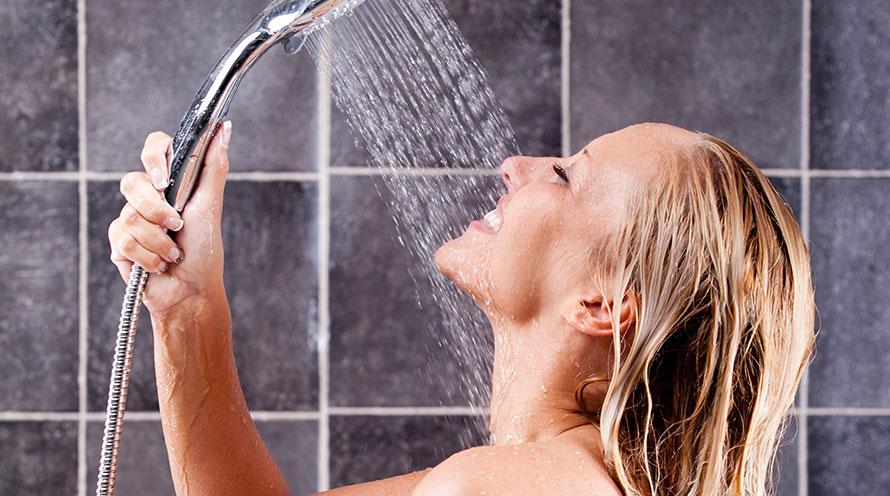 Pensare sotto la doccia: come nascono i colpi di genio